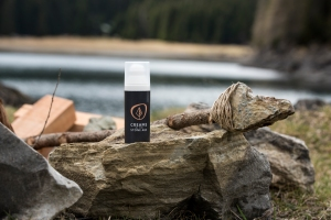 CREAMS OF THE STONE AGE Handbalm at the Atlantic Coast while surfing